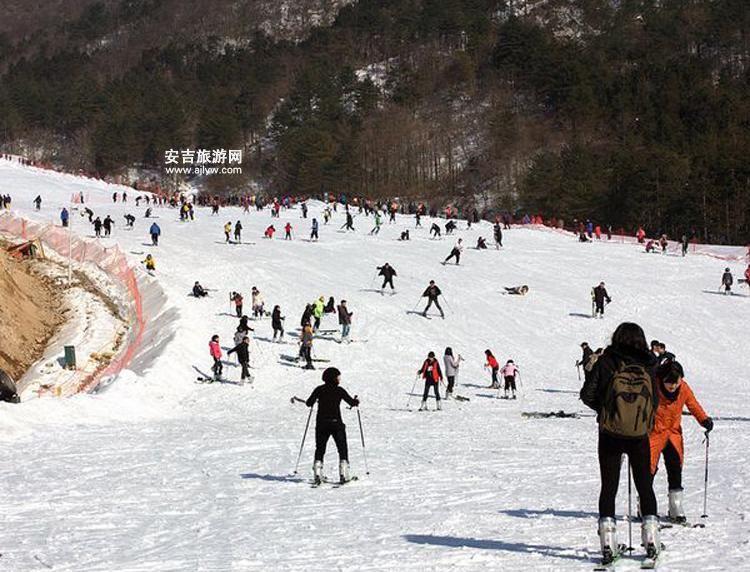 滑雪场上的人们
